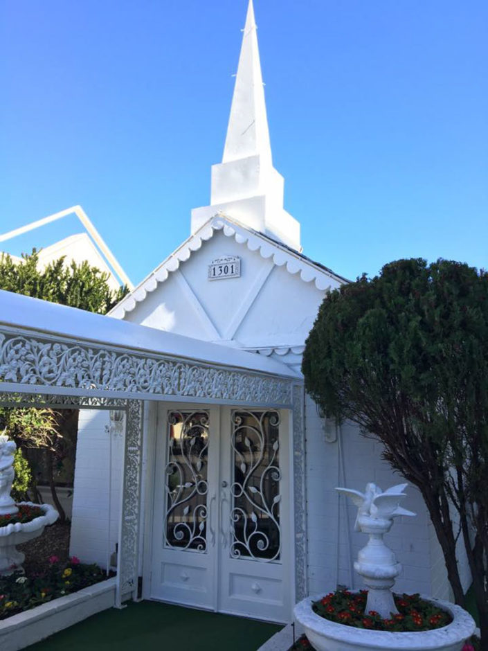 Lil Wedding Chapel.Famous Las Vegas Landmark Little White Wedding Chapel On Market